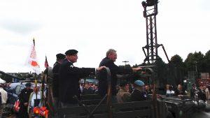 Aankomst op het Malieveld onder applaus van de duizenden omstanders